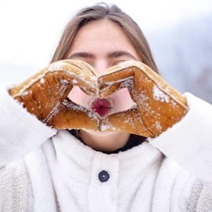 Spröde Winterlippen: Das hilft wirklich!: Gespitzte Lippen