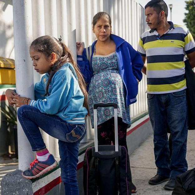 Trump trennte Migrantenkinder von Eltern - Glennon Doyle hilft: Familie