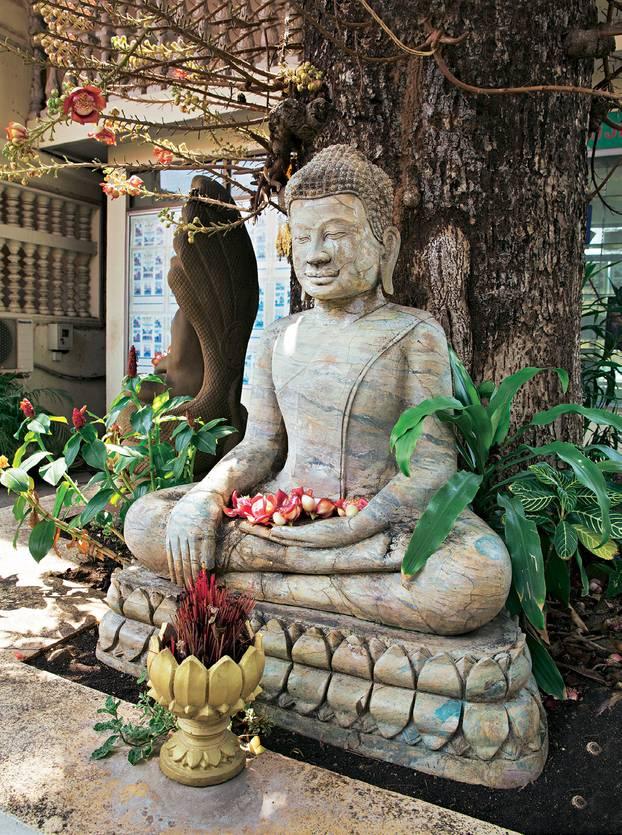Kambodscha: Tipps für eine Rundreise: Buddha-Statue