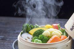 Dampfgaren: Gedämpftes Gemüse