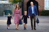 Meghan, Kate und Co. 2019: Herzogin Kate mit Prinz William und den Kindern Hände haltend