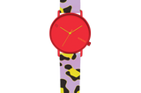 Uhr ist nicht gleich Uhr – das beweist dieses Schmuckstück von Komono. Das Label feiert gerade seinen 10. Geburtstag und nutztdiesen Meilenstein für einelimitierteSpecial-Edition. Die ausgefallenen Designs verwandeln den Zeitmesser in ein cooles Fashion-Piece und sindperfekt, wenn deine Schwester ein Faible für coole Designer-Stücke hat.Von Komono, um 99 Euro.