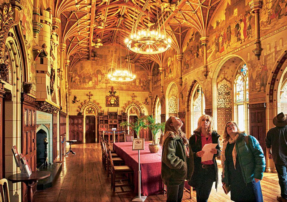 Alte Pracht: In der Bankett-Halle von Cardiff Castle geht der Blick die Wände hoch
