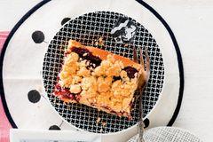 Kirsch-Streuselschnitten mit Pudding
