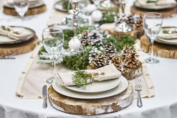Weihnachtliche Tischdeko: Festlich geschmückte Tafel