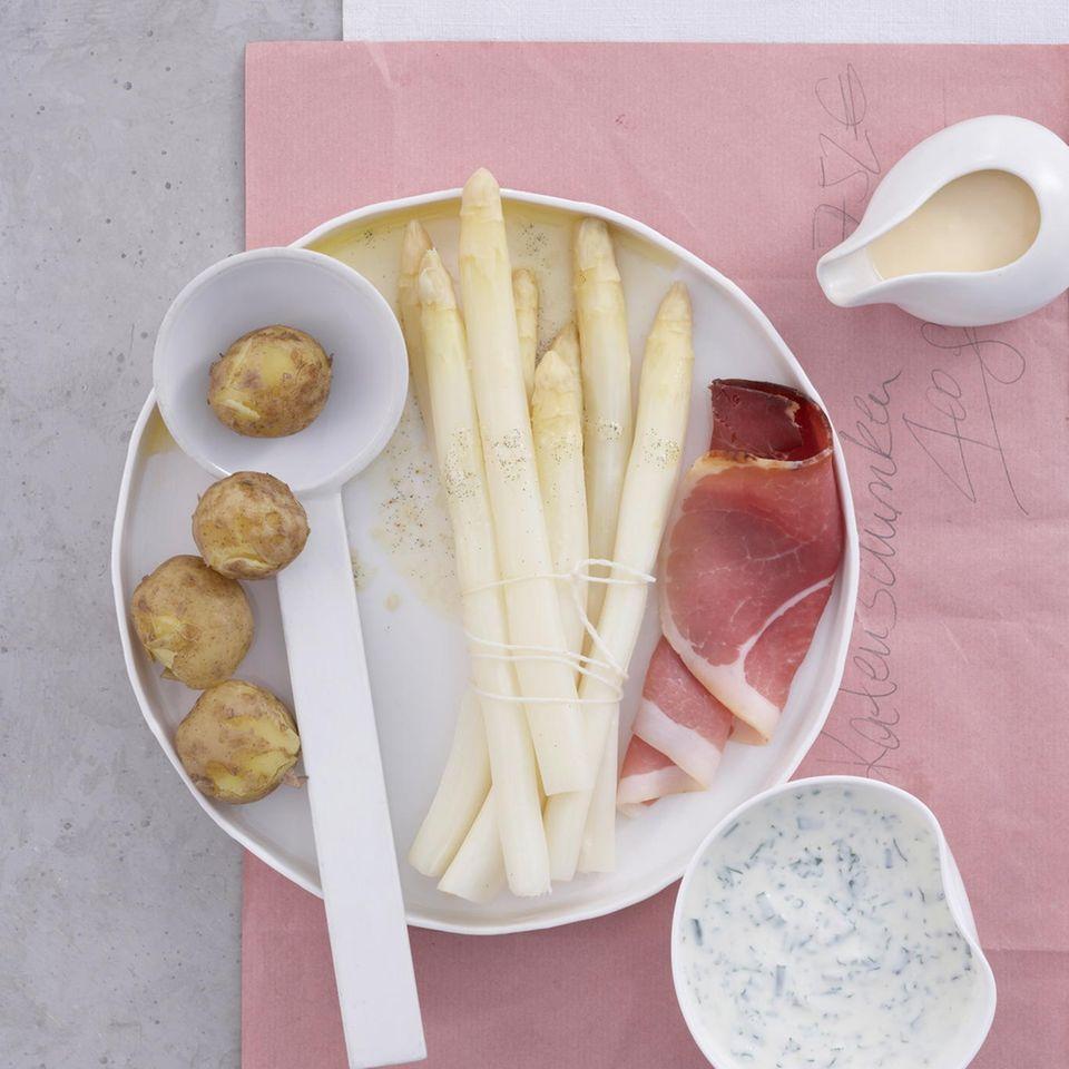 Stangenspargel mit Vanille-Meersalz-Butter und Kräutercreme
