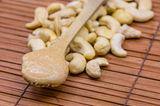 Cashewmus selber machen: Cashewmus auf einem Löffel