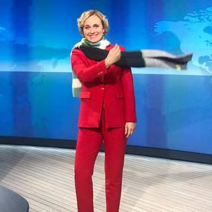 """Nachrichtenmoderatorin und Journalistin  """"Werfen auch Sie sich in Schale oder stricken Sie für die syrischen Kinder! Sie brauchen immer noch unsere Hilfe."""""""