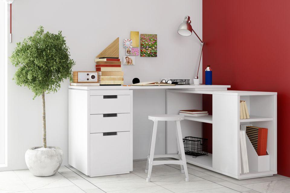Jugendzimmer einrichten: Schreibtisch und Topfpflanze