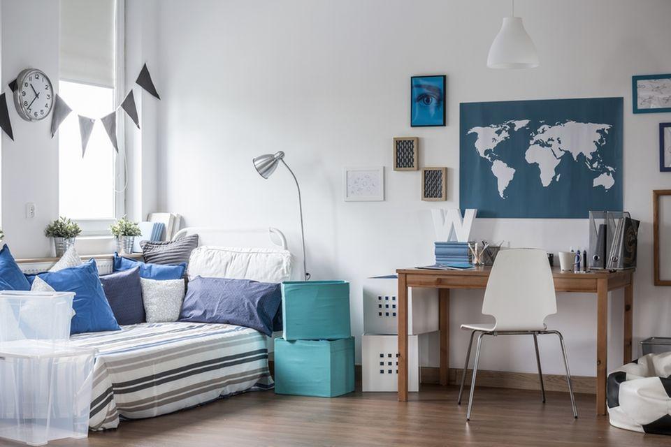Jugendzimmer einrichten: Zimmer mit Bett und Schreibtisch
