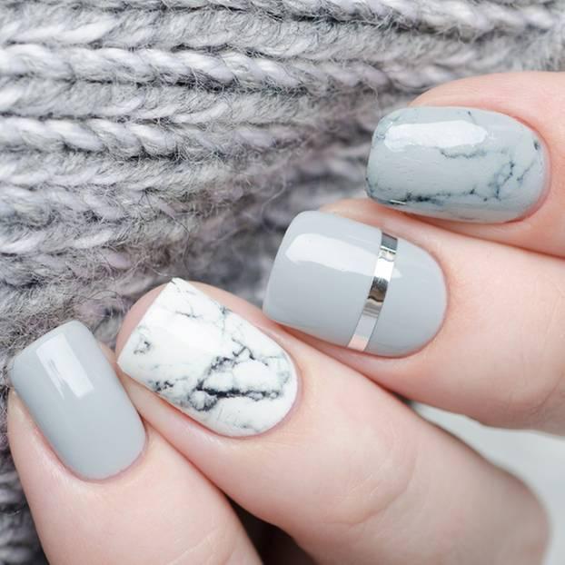 Fingernägel-Design: Fingernägel mit Marmor-Design