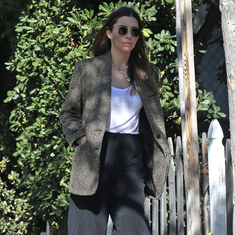 Jessica Biel trägt Mango Blazer