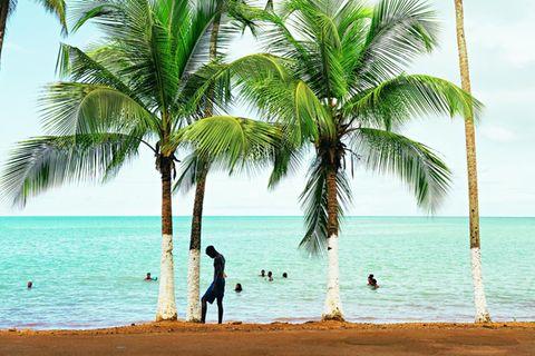 São Tomé und Príncipe: Reisetipps für die Inseln: Strand vor blauem Meer