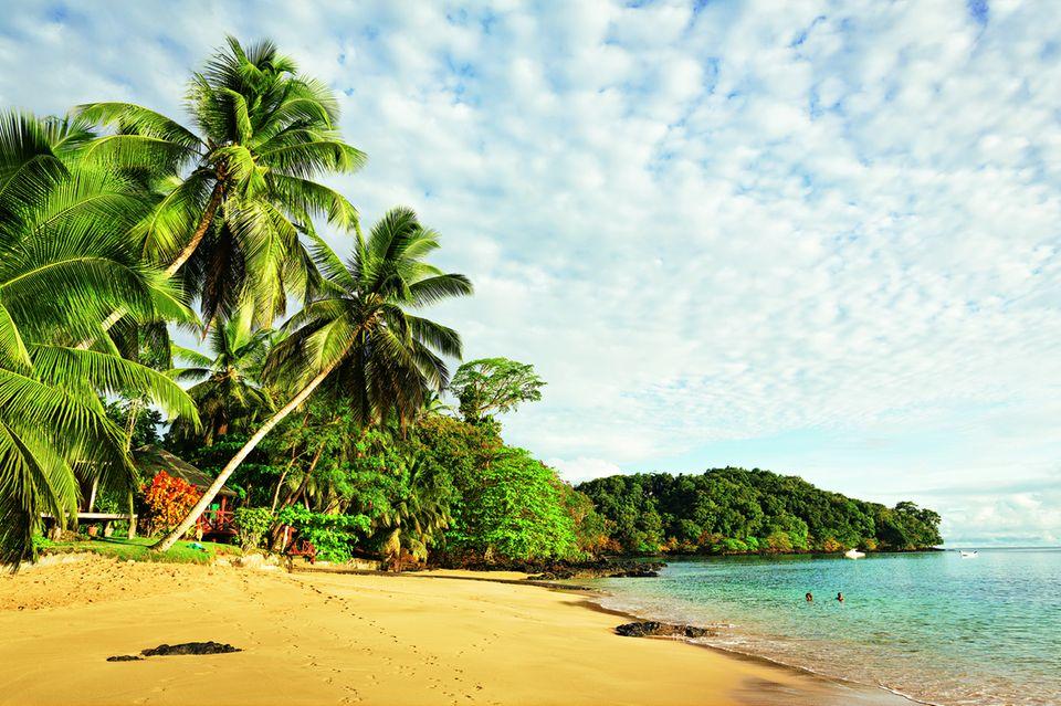 São Tomé und Príncipe: Reisetipps für die Inseln: Sandstrand auf Príncipe