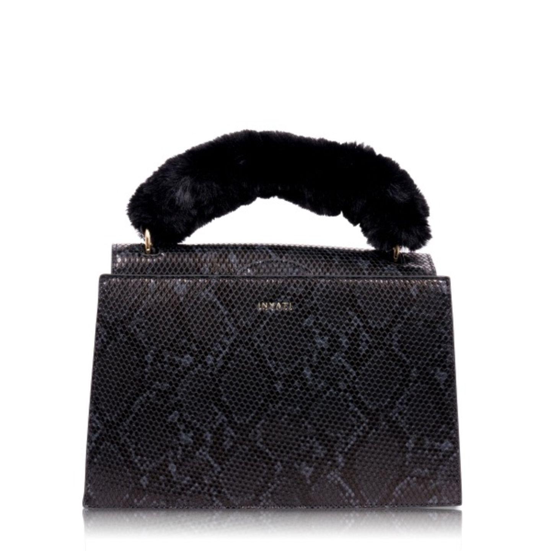 schwarze Handtasche mit Fakefur Griff