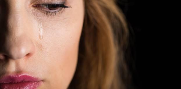 13 Gründe, warum Frauen Beziehungen verlassen : Frau weint