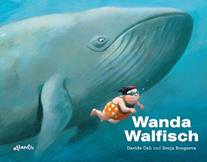 Immer wenn Wanda ins Wasser springt, lachen die anderen. »Ich bin zu schwer zum Schwimmen«, sagt Wanda. »Nein«, sagt der Schwimmlehrer, »du musst nur denken, was du sein möchtest!« Wanda probiert es aus, und der Trick funktioniert. Und beim nächsten Schwimmunterricht denkt Wanda sich leicht. Sie schwimmt wie ein Hai! Aber wagt sie sich auch vom Sprungturm? In Davide Calìs unbeschwerter Geschichte gewinnt die mollige Wanda Selbstvertrauen durch Fantasie und Vorstellungskraft.  Wanda Walfisch von Davide Calìs erschienen beiAtlantis für 15 €