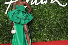 British Fashion Awards 2019:  Adut Akech auf dem roten Teppich