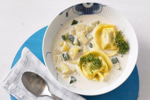 Parmesansuppe mit Tortelloni
