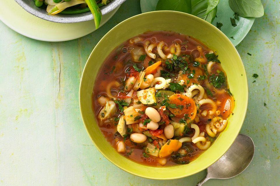Minestrone mit Gabelspaghetti
