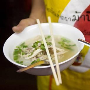 Glasnudelsuppe mit Hühnchen (Guay Tian Gai)