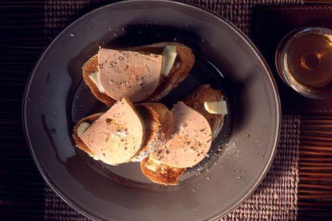 Gänseleberpastete auf Kokos-Ingwer-Toast