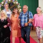 """""""Bauer sucht Frau""""-Landwirt Jürgen mit seinen Damen Maggie, Kerstin und Corinne"""