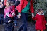 Dieser Termin hat der Herzogin sichtlich Spaß gemacht. Als royale Schirmherrin der Charity-Organisation Family Action nahm Kate auf der Peterley Manor Farm unter anderem an einem Workshop für Weihnachtselfen teil und hätte sich dafür nicht passender kleiden können. Zur schmalen Bluejeans kombinierte sie einen tannengrünen Wollpullover und eine rote Daunenjacke. Ein herrlich entspannter Look, der direkt Weihnachtsstimmung aufkommen lässt. Denn ...
