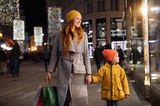 Hat da jemand Shoppingtour gesagt? Nicht nur wir Mamas freuen uns, wenn wir ohne Rücksicht auf unser Konto oder die Tragfähigkeit des Mannes einkaufen dürfen, auch für die Mini-Mes ist es ein Erlebnis. Da muss es auch nicht immer die nächste größere Stadt sein, denn wenn schon, denn schon! Mit dem Zug kommt man bequem nach Kopenhagen, Amsterdam oder Wien. Und wenn man schon mal da ist…  Tickets für zum Beispiel die Zugreise unter www.bahn.de.