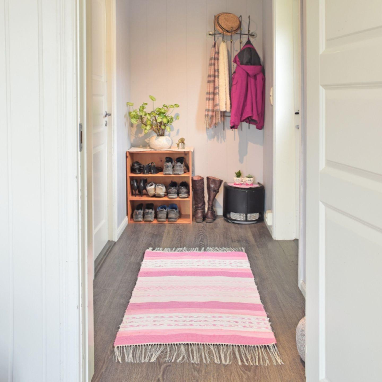 Flur einrichten: Diele mit Teppich
