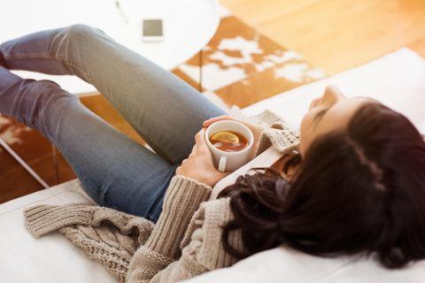 Autogenes Training: Frau entspannt sich