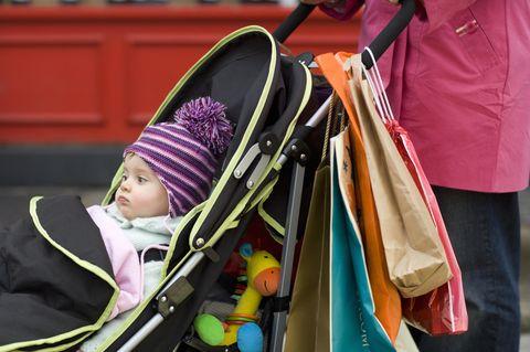 Berlin-Moabit: Baby im Kinderwagen