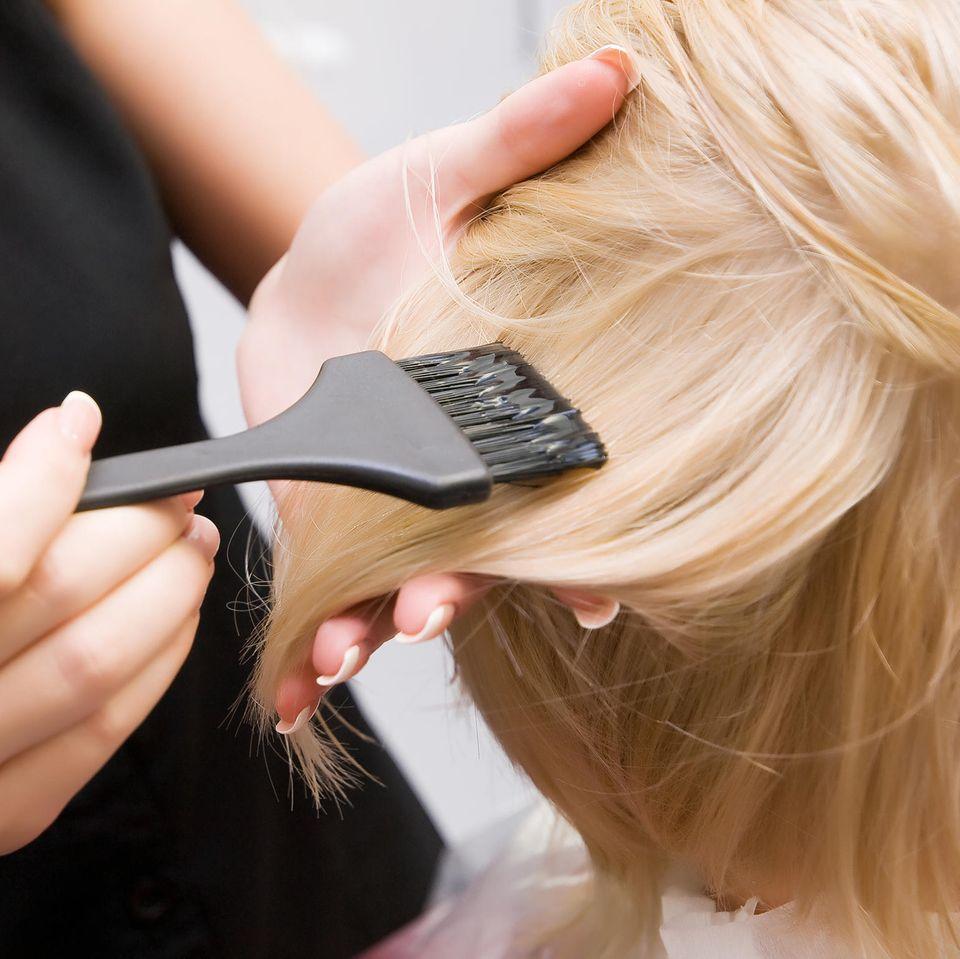 Colorierte Haare: Erhöhtes Brutkrebs-Risiko