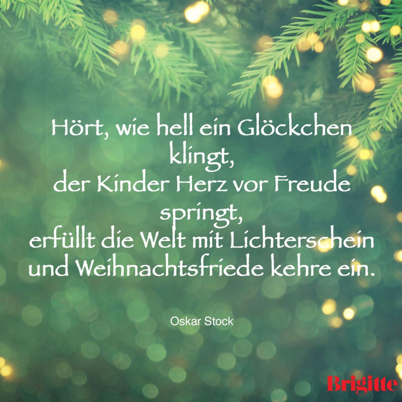Hört, wie hell ein Glöckchen klingt, der Kinder Herz vor Freude springt, erfüllt die Welt mit Lichterschein und Weihnachtsfriede kehre ein.