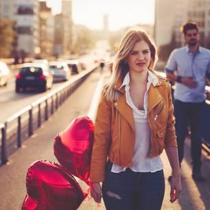 Männer mit diesen 3 Sternzeichen sind echte Herzensbrecher: Frau trennt sich von Mann