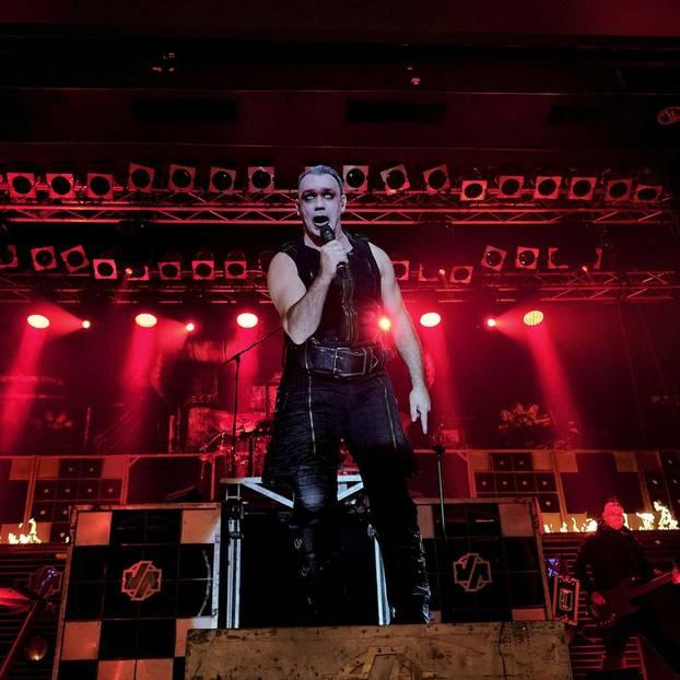 Rammstein landen in den Charts 2019 mit ihrem selbstbetitelten Longplayer das Album des Jahres