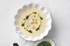 Schwarzwurzel-Cremesuppe mit Petersilienöl
