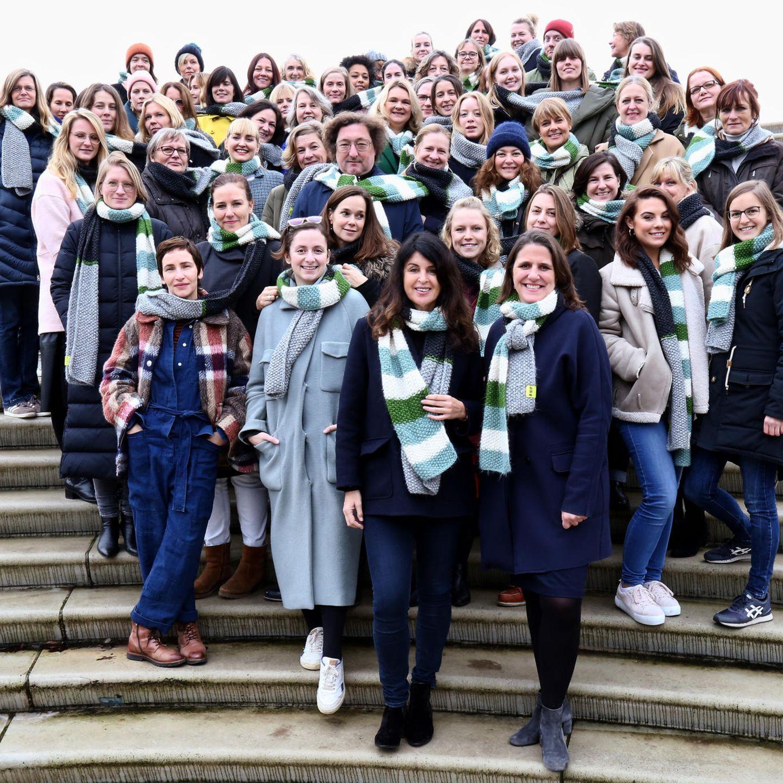 """Tag der Menschenrechte: Die BRIGITTE-Redaktion trägt den """"Schal fürs Leben!"""""""