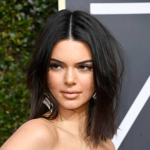 Pickel: Kendall Jenner auf dem Red Carpet
