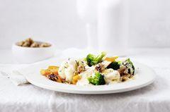 Gewürzte Hollandaise mit Gemüse und Karamell-Nüssen