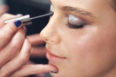 5 simple Tricks, die dein Make-up festtags-tauglich machen 🌟