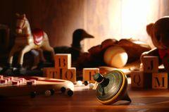 Antikes Kinderspielzeug aus Holz