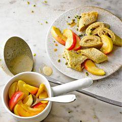 Vanille-Plinsen mit Cashewmus & Apfelspalten