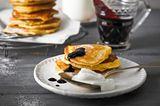Milchreis-Pfannkuchen mit Heidelbeerkompott