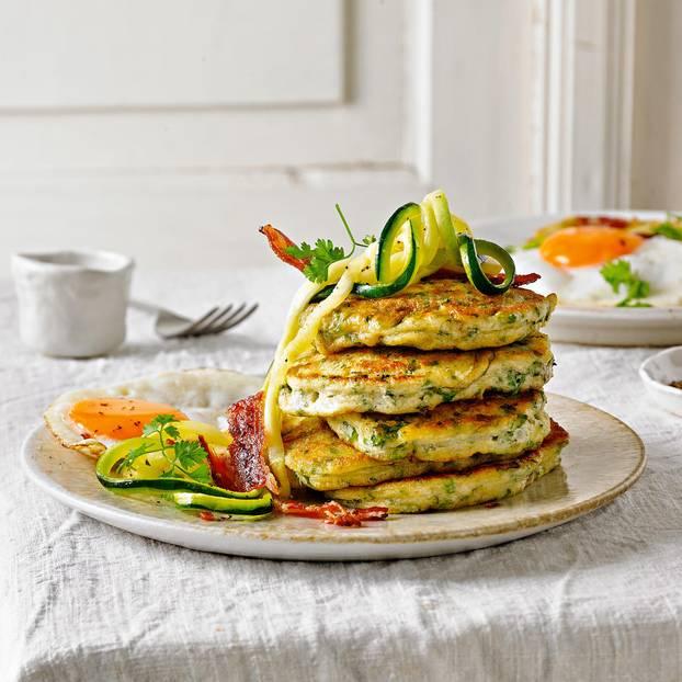 Kräuter-Pancakes mit Zuccini & Bacon