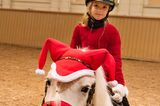 Royale Kinderfotos: Estelle reitet auf einem Pony