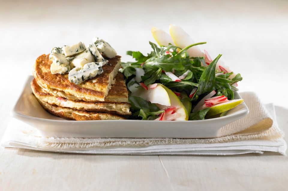 Haferpfannkuchen mit Birnensalat