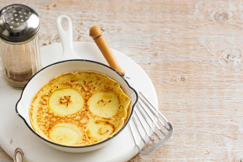 Apfelpfannkuchen mit Zimtzucker