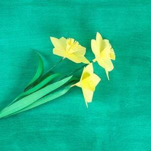 Blumen basteln: Gebastelte Narzissen aus Papier