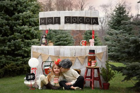 Kinder verkaufen Kakao am Srand